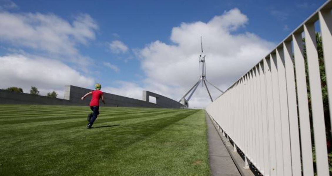 Architects backflip on opposition to Parliament House fence after secret briefing