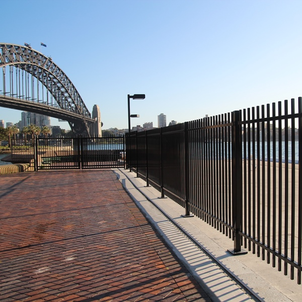EventaFence® installed at the Sydney Overseas Passenger Terminal to allow flexible control of pedestrians as passenger ships are docked.