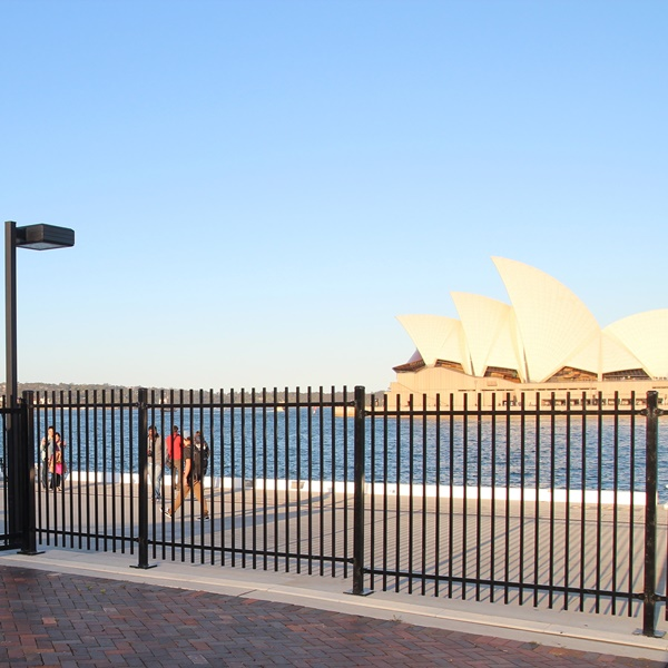 The fence system at Circular Quay was supplied in a 2100mm high SecuraTop® security fencing style. A zinc rich epoxy primer powder coat was applied to the fencing given the high corrosion environment.
