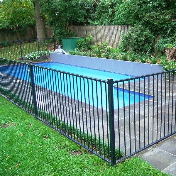 Bluedog Pool'nPlay® pool fencing using a 16mm round upright and 38x25x1.6mm rail in a charcoal gloss flat top style.