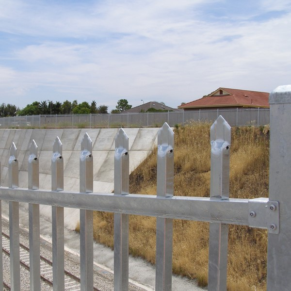SecuraTop® tubular security fence in a hot dip galvanised finish gives enhance corrosion protection in higher corrosion environments.