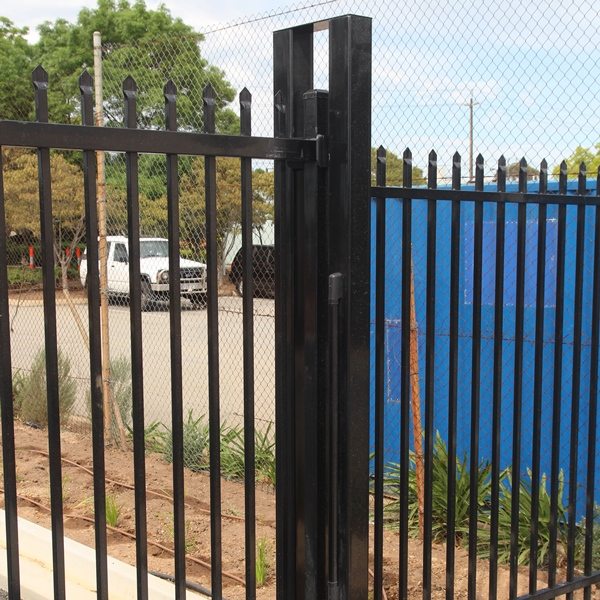 The receiver and guide posts can be fitted with light curtains to detect and objects of varying heights moving through the gate opening.