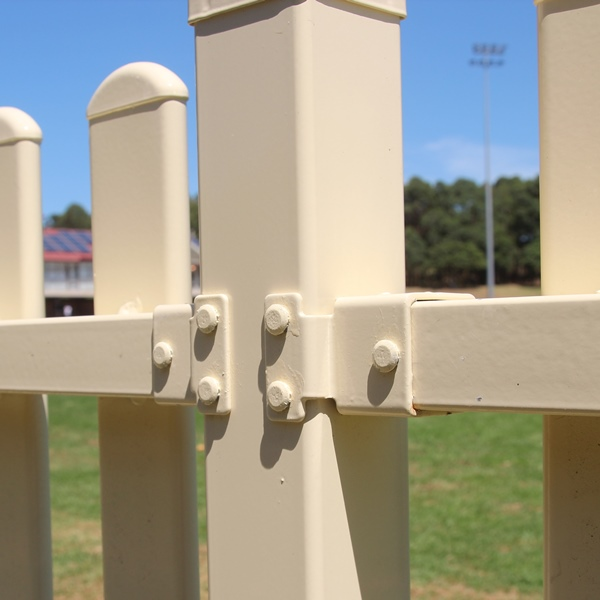 The Bluedog SmartaBracket® is strong, easy to install and fixes to the non-attack side of the fence with fence post.
