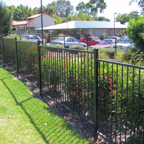 Bluedog Smartu0027nSafe House And Garden Fencing Using A 16mm Round Upright And  38x25x1.