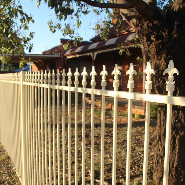Smart'nSafe® garden fencing in a level Fleur Di Lis spear style with a primrose powder coated finish.