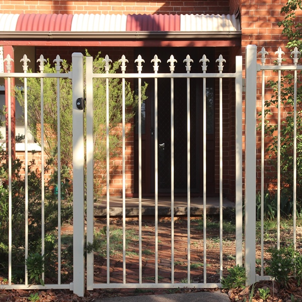 Smart'nSafe® single gate in a level Fleur Di Lis spear style with a primrose powder coated finish.