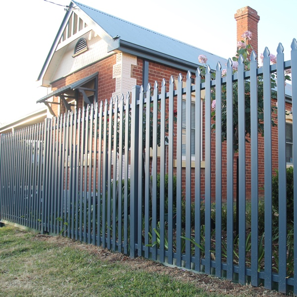 Tunbridge® steel picket fencing replicates the heritage look of timber but lasts a lot longer with a lot less maintenance.