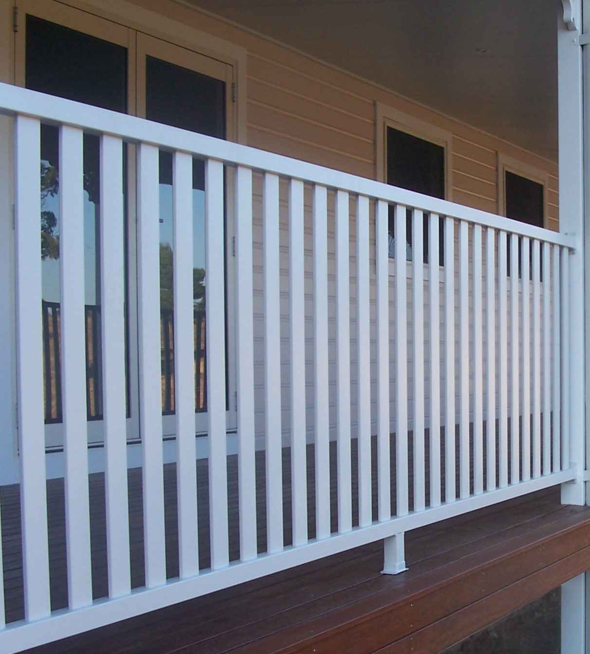 The powder coated galvanised steel gives a strong and durable fence that will look great for years to come.