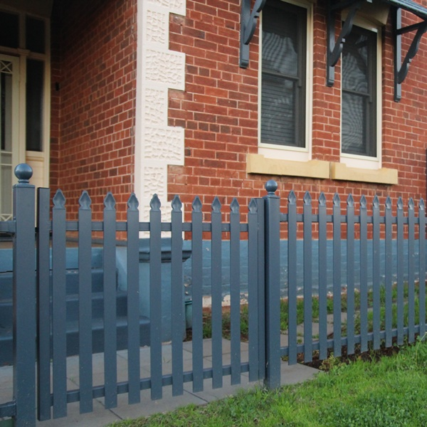 Tunbridge steel picket is available in a Moon and Fancy picket top style as well as a flat top style.