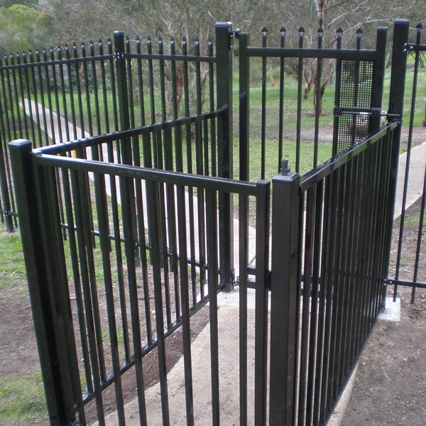 ChildSure fencing used to create an 'air-lock' around a security gate with self closing hinges and child safe magna latch.