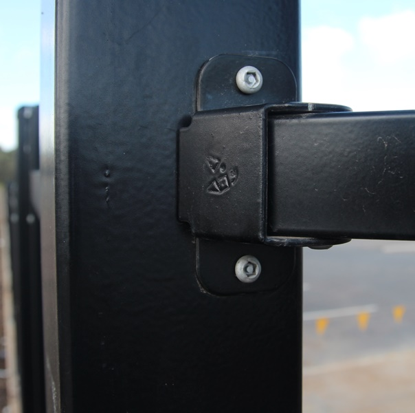 The Bluedog SmartaBracket® to suit changes of direction is neat and removes the need for cutting brackets on site.